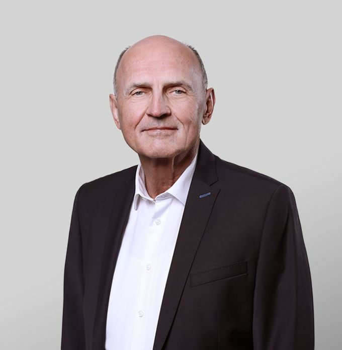 Dr. Ralf Hora